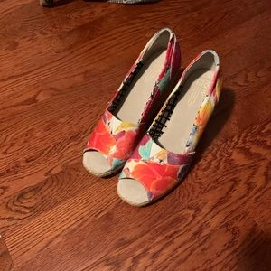 Toms Floral Wedges in size 10